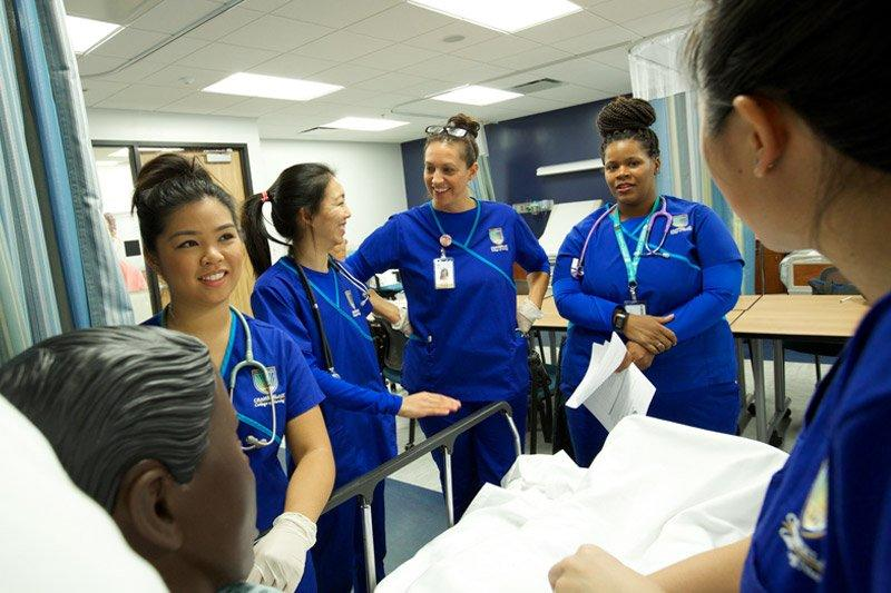 Chamberlain nurses learning in a simulation room
